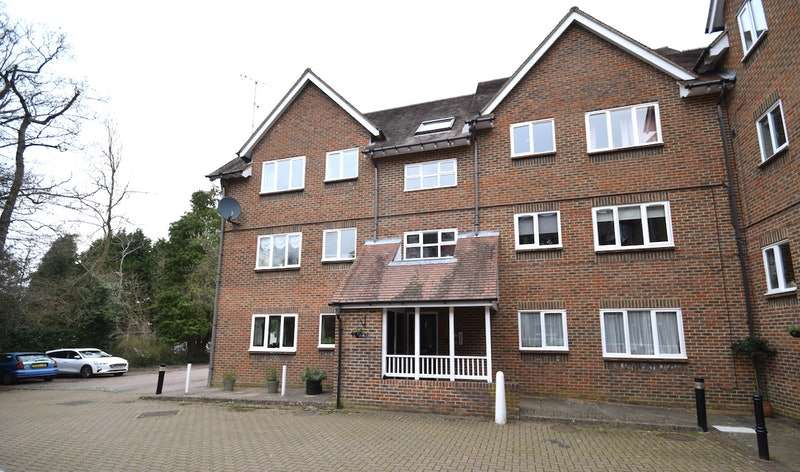 1 Bedroom Flat for sale in Kennard Court, Riverside, Forest Row, East Sussex, RH18