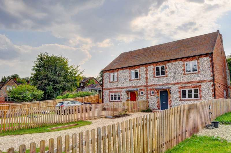 4 Bedrooms Semi Detached House for sale in Nixey Lane, Frieth