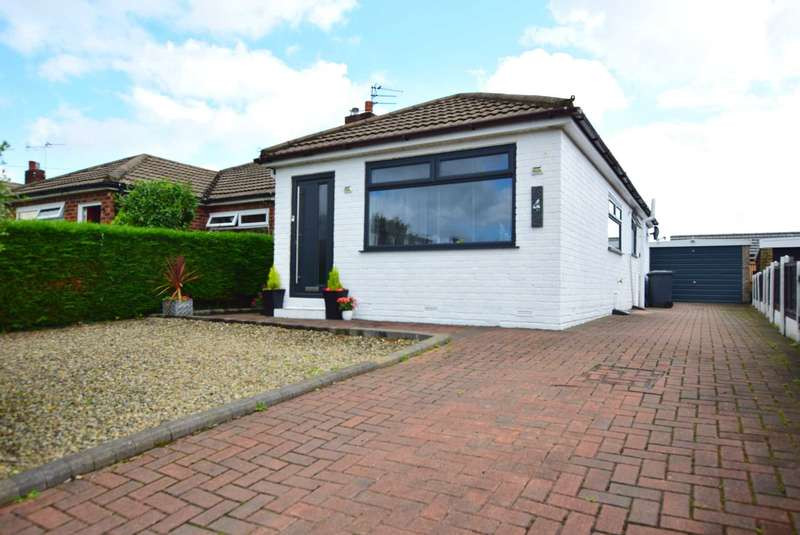 2 Bedrooms Semi Detached Bungalow for sale in Polperro Drive, Freckleton, PR4 1YD