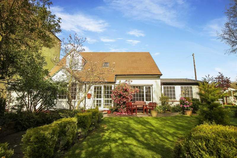 4 Bedrooms Detached House for sale in Park Drive, Forest Hall