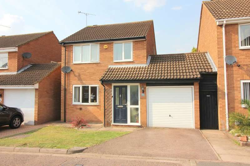 3 Bedrooms Detached House for sale in Sheringham Close, Luton, Bedfordshire, LU2 7AN