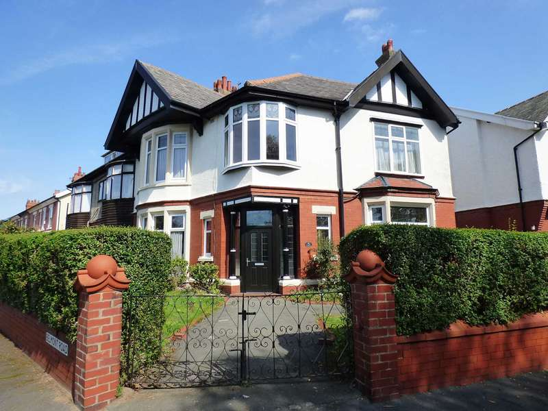 4 Bedrooms Semi Detached House for sale in Links View, Ansdell