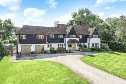 5 Bedrooms Detached House for sale in Wood Way, Farnborough Park, Kent