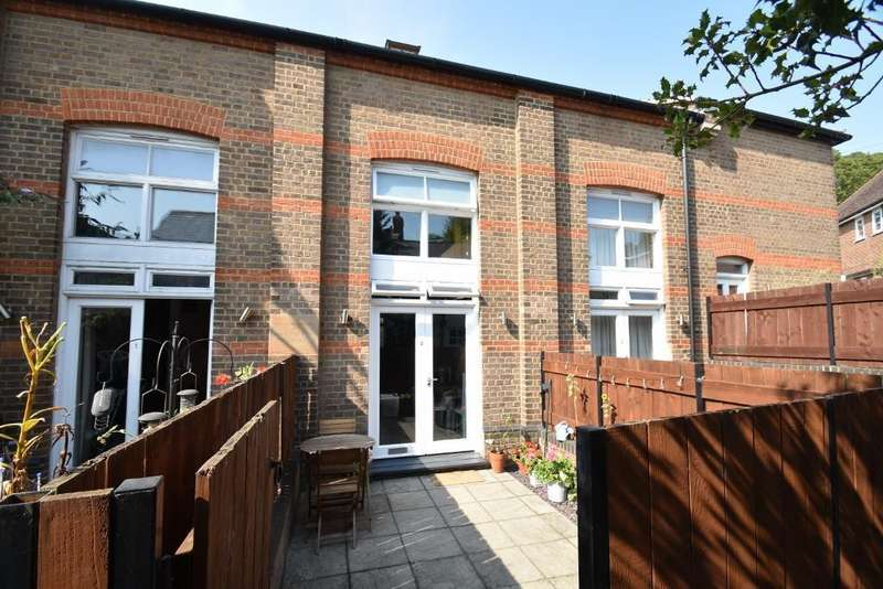 2 Bedrooms Terraced House for sale in White Lion Yard, Red Lion Street, Chesham, HP5