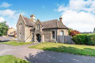 5 Bedrooms Detached House for sale in Maidstone Road, Rochester, Kent, England