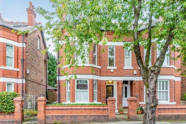 4 Bedrooms Semi Detached House for sale in Richmond Road, Altrincham