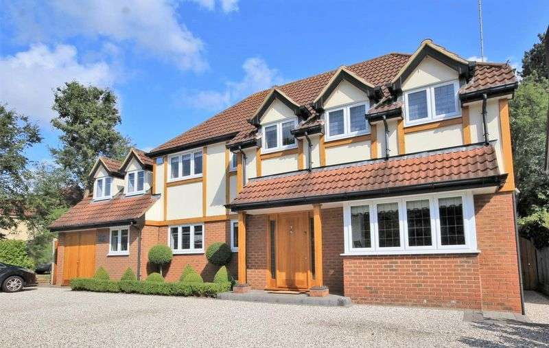 5 Bedrooms Property for sale in Longaford Way, Hutton Mount, Brentwood