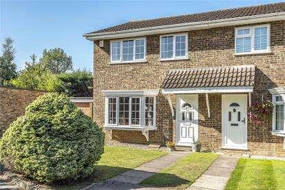 3 Bedrooms Semi Detached House for sale in Burlington Close, Locksbottom, Orpington, Kent