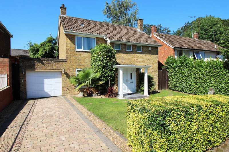 3 Bedrooms Detached House for sale in Bishops Rise, Hatfield, AL10
