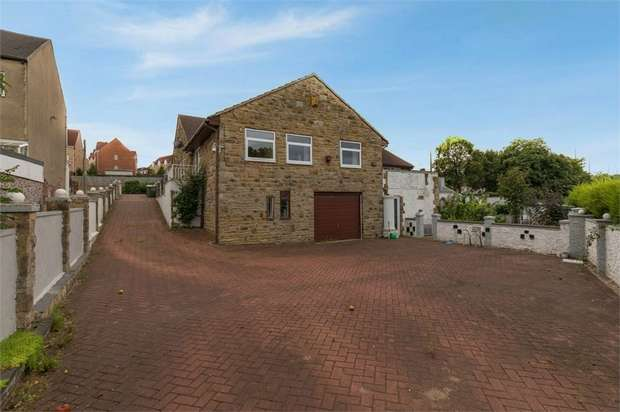 3 Bedrooms Detached Bungalow for sale in Denby Dale Road West, Calder Grove, Wakefield, West Yorkshire