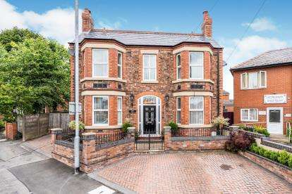 3 Bedrooms Detached House for sale in Liverpool Road, Great Sankey, Warrington