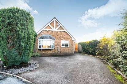 3 Bedrooms Bungalow for sale in Mission Close, Cradley Heath, West Midlands