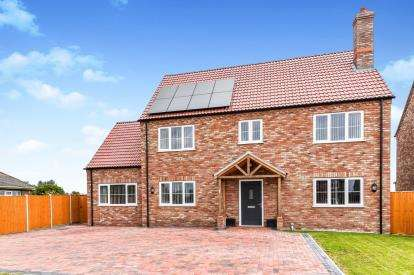 5 Bedrooms Detached House for sale in Walpole Highway, Wisbech