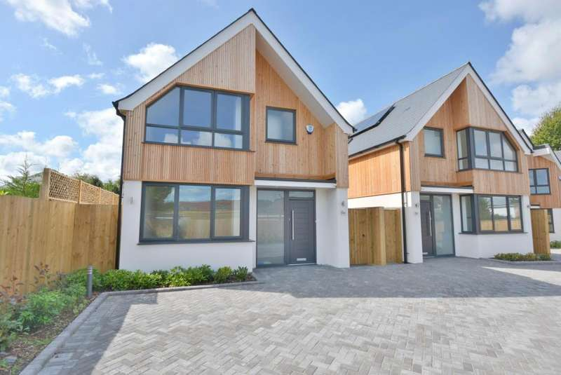 3 Bedrooms Detached House for sale in Whitecliff, Poole, BH14 8DN