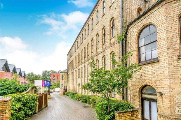 2 Bedrooms Apartment Flat for sale in Markhams Court, Market Square, Buckingham