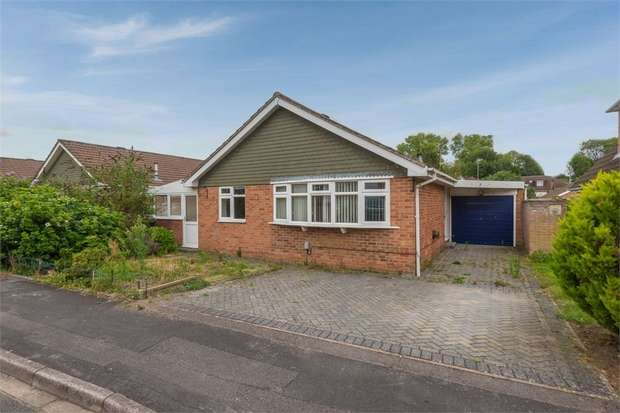 2 Bedrooms Detached Bungalow for sale in James Copse Road, Waterlooville, Hampshire