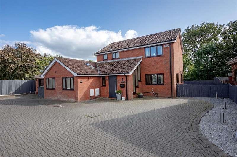 4 Bedrooms Detached House for sale in Cheyne Walk, Hornsea