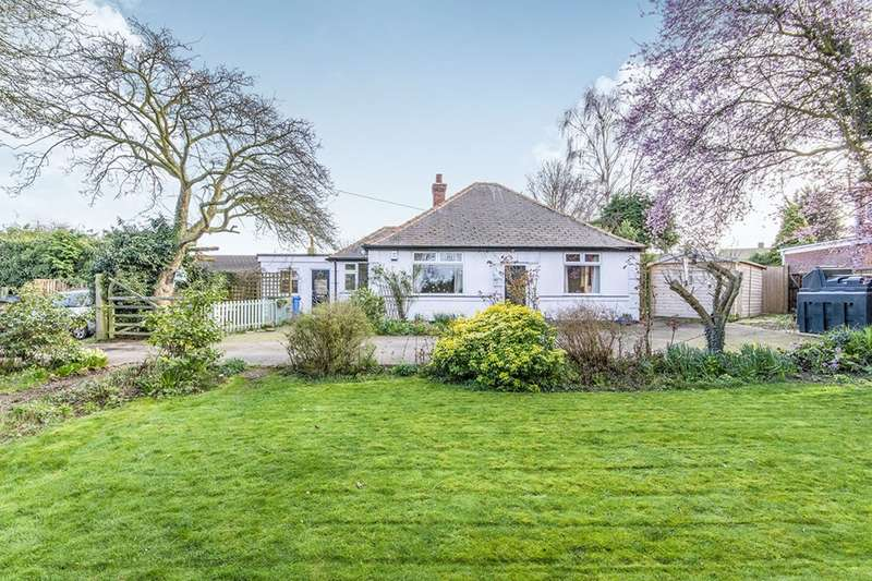 2 Bedrooms Detached Bungalow for sale in Lincoln Road, Tuxford, Newark, Nottinghamshire, NG22