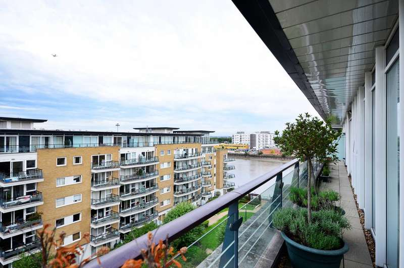 4 Bedrooms Flat for sale in Smugglers Way, Wandsworth Town, SW18