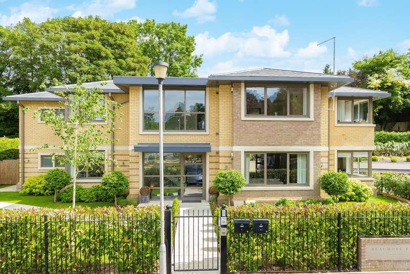 3 Bedrooms Flat for sale in Beaumore Place, South Park View, Gerrards Cross, SL9