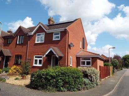 3 Bedrooms Semi Detached House for sale in Kitelee Close, Hanslope, Milton Keynes, Buckinghamshire