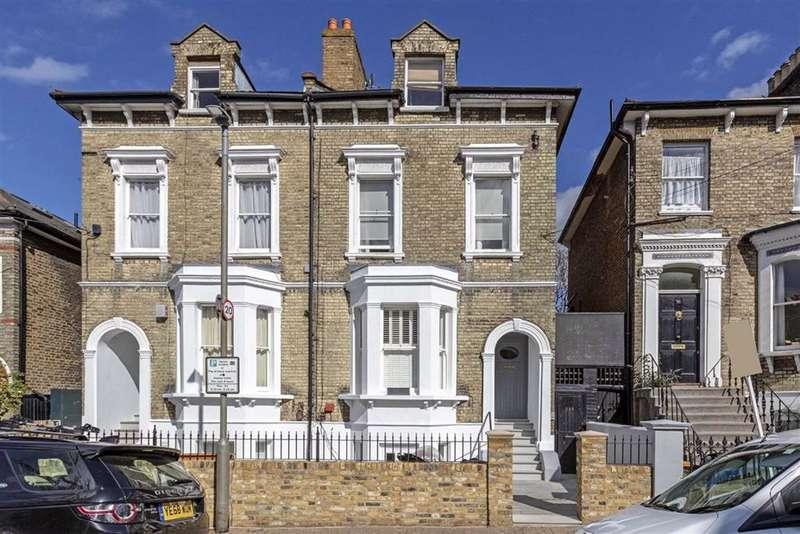 2 Bedrooms Flat for sale in Ramsden Road, Balham