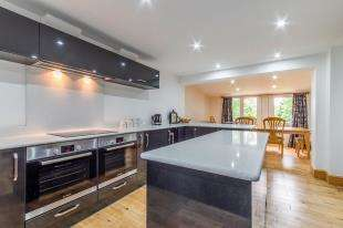 5 Bedrooms Detached House for sale in Hill Court, Chattenden, Rochester, Kent