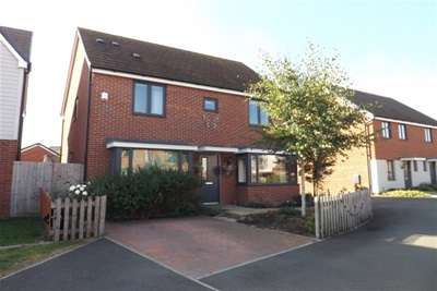 4 Bedrooms House for rent in Berryfields, Wootton