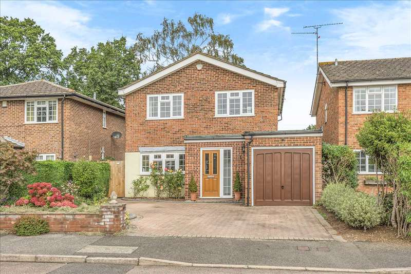 4 Bedrooms Detached House for sale in Kelsey Avenue, Finchampstead, Wokingham
