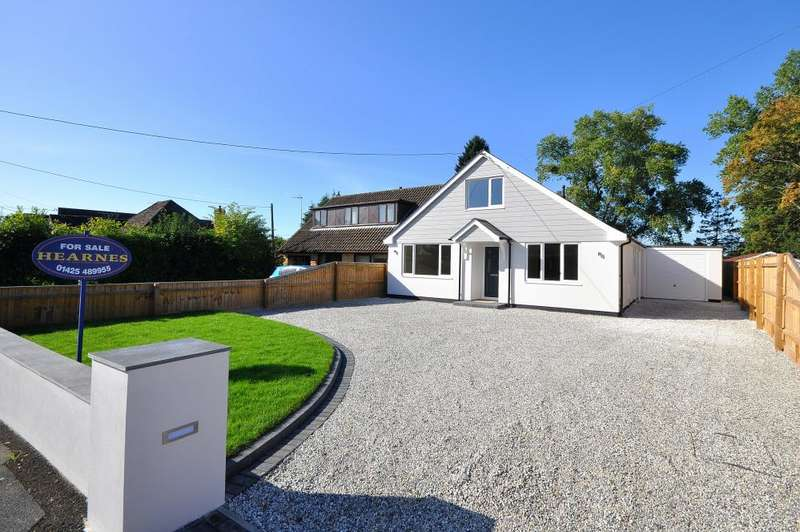 4 Bedrooms Chalet House for sale in Seymour Road, Ringwood, BH24 1SQ