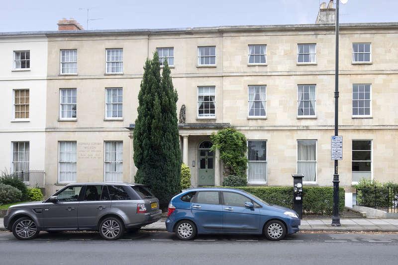 2 Bedrooms Flat for sale in Montpellier Terrace, Cheltenham
