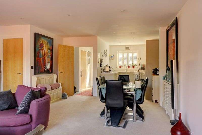 3 Bedrooms Property for sale in Borough Road, Godalming