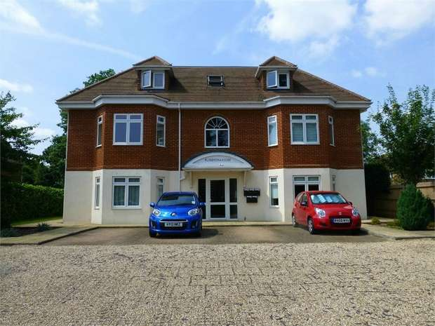 2 Bedrooms Flat for sale in Florentina Court, Terrace Road South, Binfield, Berkshire