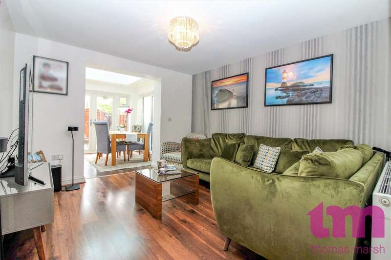 3 Bedrooms Terraced House for sale in Draper Close, Grays