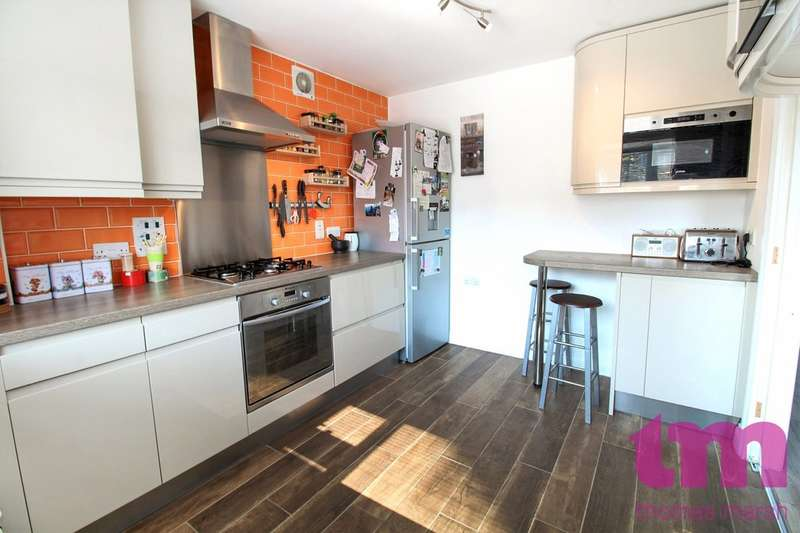 3 Bedrooms Semi Detached House for sale in Alexandra Way, East Tilbury