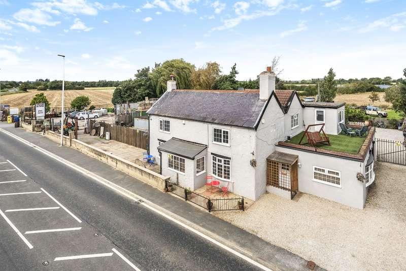 4 Bedrooms Detached House for sale in Bishopdyke Road, Sherburn in Elmet, Leeds, LS25 6JG