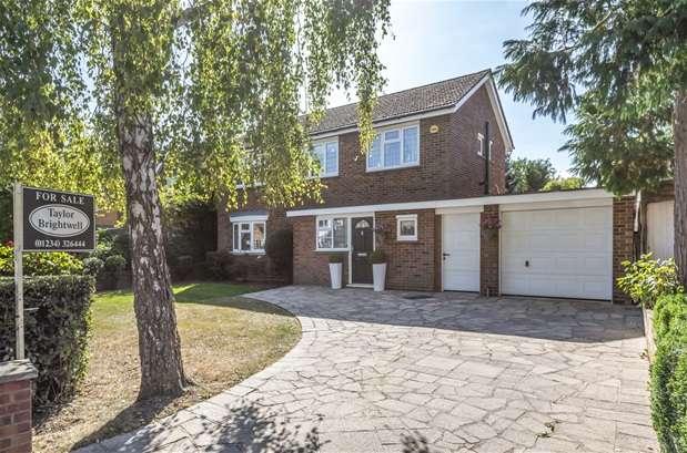 3 Bedrooms Detached House for sale in Greenacres, Putnoe, Bedford