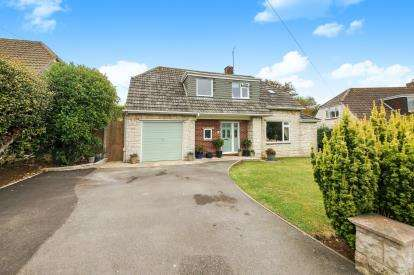 4 Bedrooms Bungalow for sale in Weymouth, Dorset