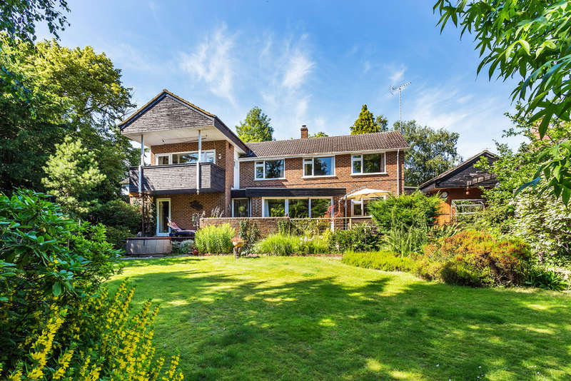 5 Bedrooms Detached House for sale in Church Way, Oxted, RH8