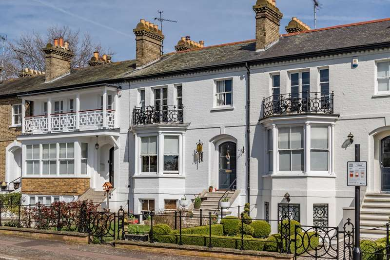 4 Bedrooms Town House for sale in Prittlewell Square, Southend-on-Sea, SS1