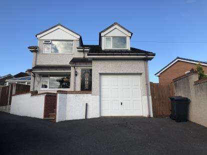 4 Bedrooms Detached House for sale in Parc Hendy, Mold, Flintshire, CH7