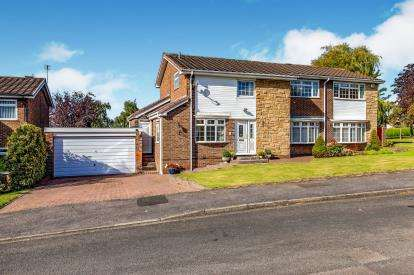 5 Bedrooms Detached House for sale in West Moor Close, Yarm, Stockton On Tees