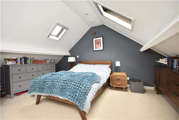 2 Bedrooms Maisonette Flat for sale in Bath Road, Arnos Vale, Bristol, BS4 3EQ
