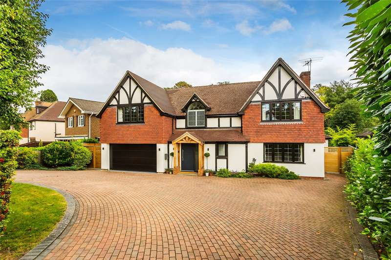 5 Bedrooms Detached House for sale in The Gateway, Woodham, Surrey, GU21