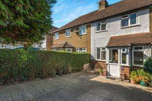 3 Bedrooms Terraced House for sale in Ashby Avenue, Chessington, Surrey