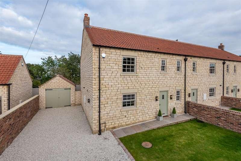 3 Bedrooms House for sale in 2 Mount Farm Mews, Main Street, Westow, York, YO60 7NE