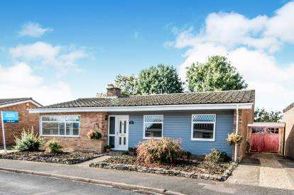 3 Bedrooms Bungalow for sale in Home Close, Renhold, Bedford, Bedfordshire