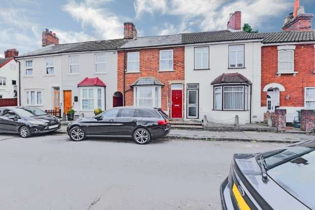 3 Bedrooms Terraced House for sale in Mount Pleasant, Aylesbury, HP19 8AQ