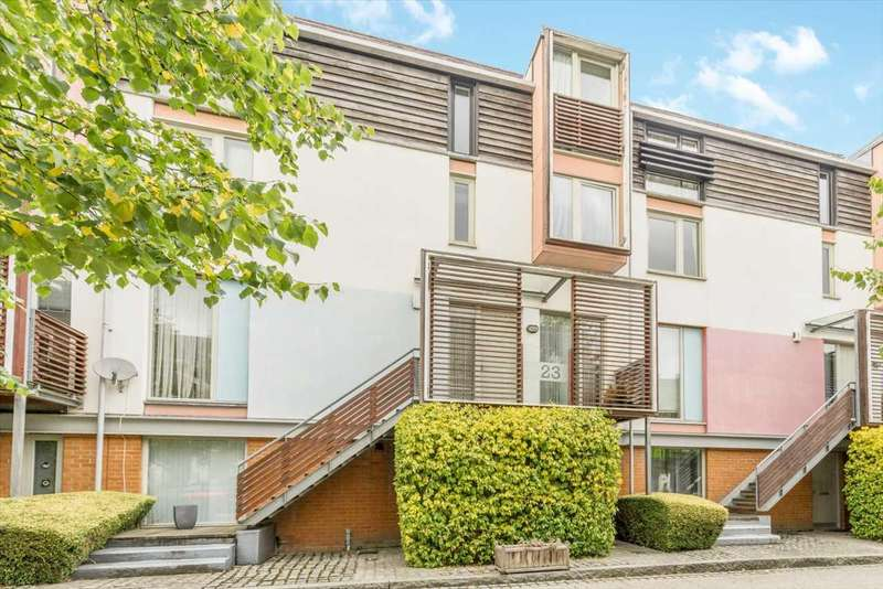 4 Bedrooms Terraced House for sale in The Chase, Newhall