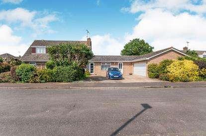 5 Bedrooms Bungalow for sale in Lewes Gardens, Werrington, Peterborough, Cambridgeshire